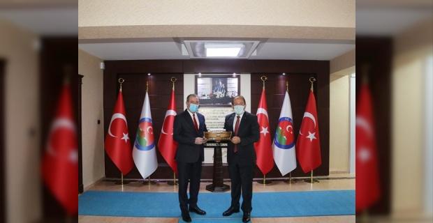 (IKBY) Bölge Bakanı Aydın Maruf Selim,Vali Pehlivan'ı ziyaret etti.