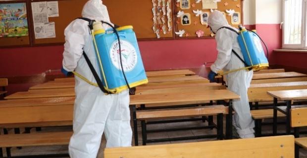 Karaköprü Belediyesi,kapsamlı temizlik ve dezenfekte çalışması gerçekleştiriyor.