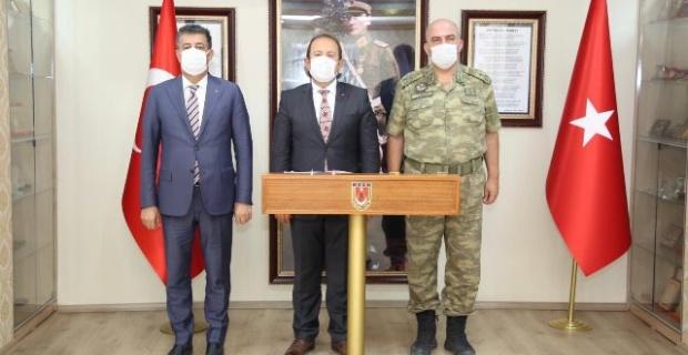 Şırnak Valisi Pehlivan ve Belediye Başkanı Yarka,Tuğgeneral Canbaş'ı ziyaret ettiler