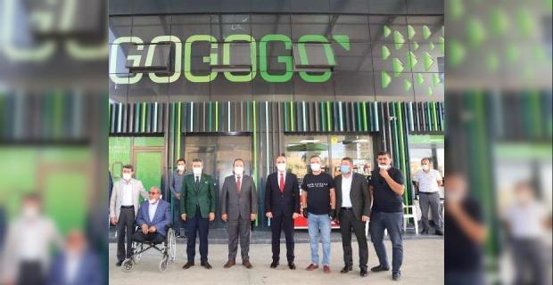 """Şırnak Valisi Pehlivan,""""Go Petrol"""" isimli işletmeyi ziyaret etti."""