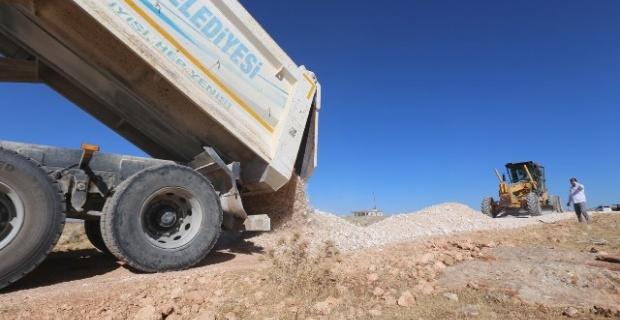Haliliye Belediyesi,yol yapım çalışmalarını sürdürüyor.