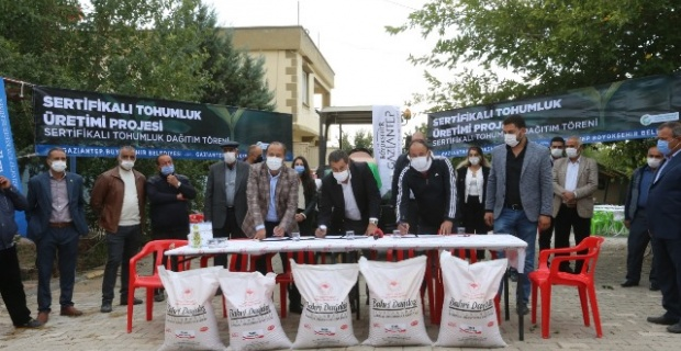 """Gaziantep Büyükşehir Belediyesi """"8 çiftçimize 20 bin kilogram orijinal tohum dağıttık"""""""