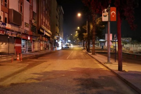 Hafta sonu sokağa çıkma yasağı bu akşam saat 21.00'de başlıyor.