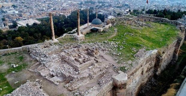 Şalnıurfa Kalesinde tarihe ışık tutacak kazılar devam ediyor.