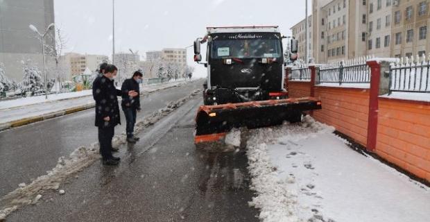 """Başkan Baydilli """"kar biriken yollara sabahın erken saatleri itibariyle müdahale ettik"""""""