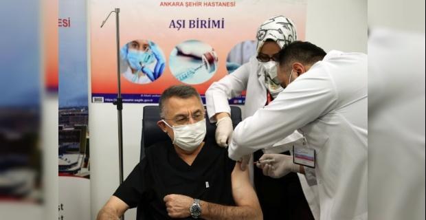 """Cumhurbaşkanı Yardımcısı Oktay """"Vatandaşlarımızı da gönül rahatlığı ile aşılarını yaptırmaya davet ediyorum"""""""
