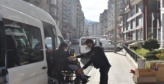 Mardin Büyükşehir,engelli ve yaşlı vatandaşların ulaşım ihtiyacını karşılıyor.