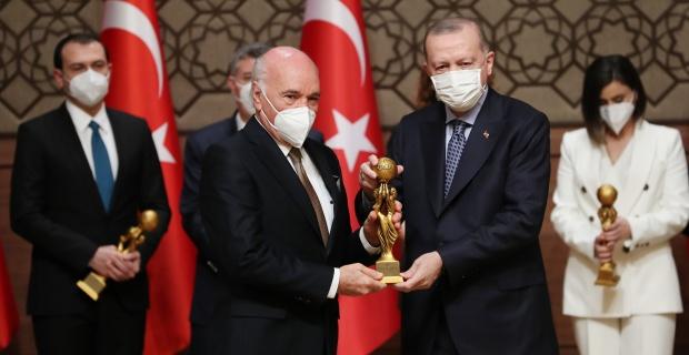 Özbek'e Medya Oscarı