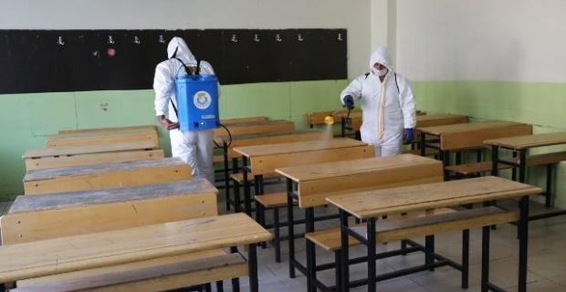 Haliliye Belediyesi,okullarda dezenfekte çalışmalarını devam ettiriyor.