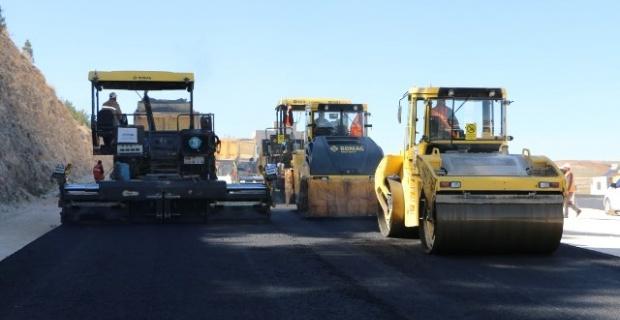 Şanlıurfa Büyükşehir asfaltlama çalışmalarına devam ediyor