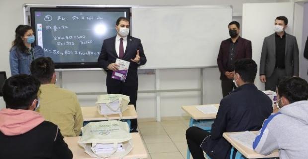 Başkan Canpolat'tan 600 öğrenciye eğitim desteği