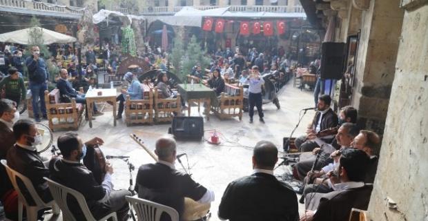 Büyükşehir'den tarihi Gümrükhanı'nda müzik ziyafeti