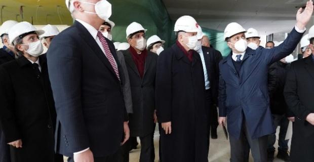 Cumhurbaşkanı Erdoğan,Taksim'de yapımı süren camide ve Atatürk Kültür Merkezi'nde incelemelerde bulundu