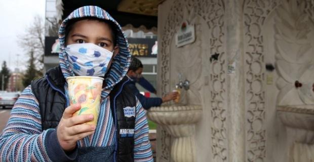 Karaköprü'de İkram Çesmesinden Sıcak Çorba Akıyor