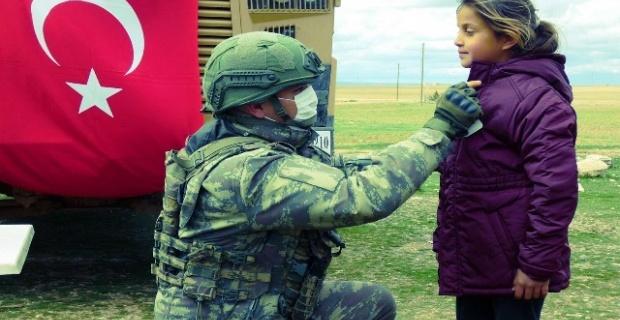 """Mehmetçik'in şevkat eli """"Barış Pınarı""""nda"""