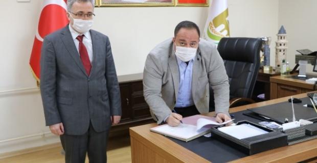 Viranşehir Belediyesi ile Tapu Müdürlüğü arasında protokol sözleşmesi yapıldı.