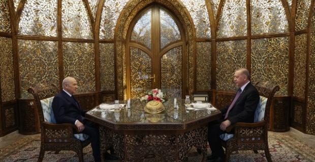 Erdoğan ve Bahçeli, Özbek Otağı'ndaki iftar yemeğinde bir araya geldi.