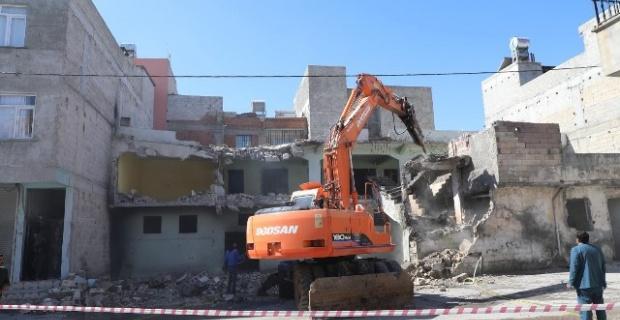 Haliliye'de 3 ayda 6 riskli bina,15'de metruk yapının yıkımı gerçekleştirildi