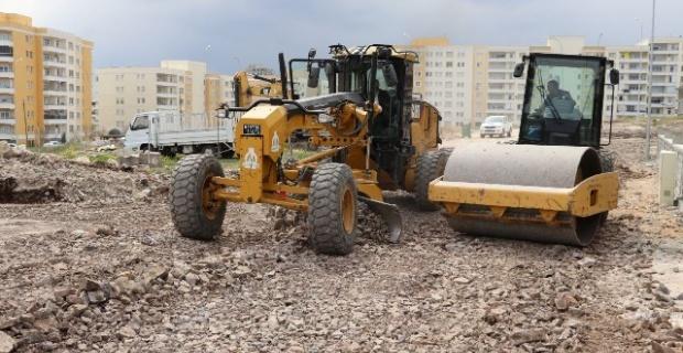 Seyrantepe mahallesinde ihtiyacı gidermek ve trafiği rahatlatmak için yeni yollar açılıyor.