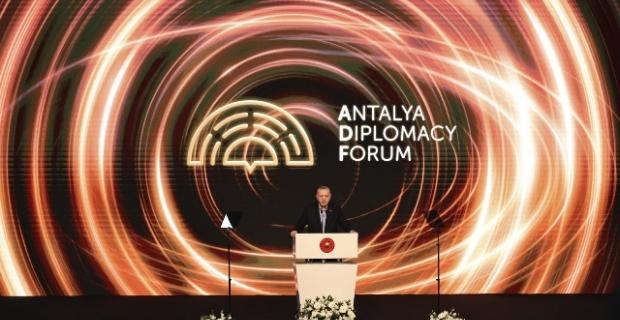 """Cumhurbaşkanı Erdoğan: """"Dünya hızla değişirken, devletler arası ilişkilere bakışımızı ve diplomasimizi de buna uyarlamak mecburiyetindeyiz"""""""