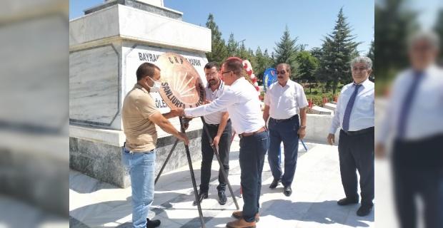 CHP Şanlıurfa İl Başkanlığı Atatürk Anıtına Çelenk Sunma Programı Düzenledi