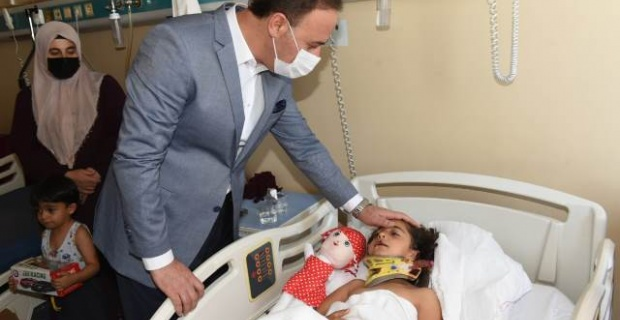 Vali Erin, Trafik Kazasında Yaralanan Çocukları Ziyaret Etti