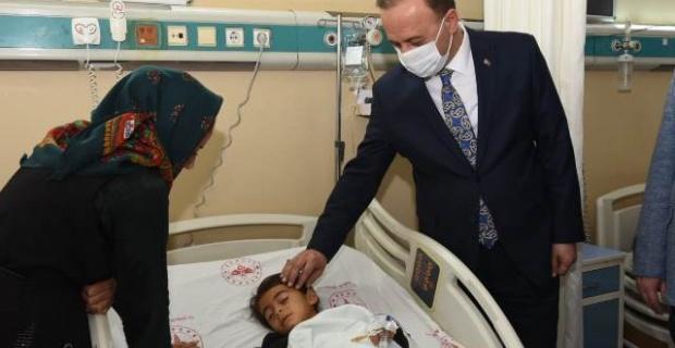 Vali Erin, Küçük Kızı Hastanede Ziyaret Etti