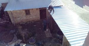 Akçakale'de ihtiyaç sahibi ailenin evi bakım ve onarımı yapılarak, yenilendi.
