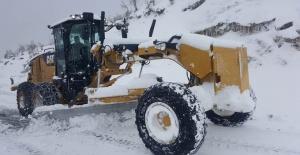 """Siirt Valiliği """"kar küreme ve yol açma çalışmaları aralıksız devam ediyor"""""""