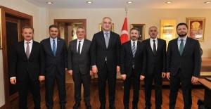 Adıyaman Belediye Başkanı Kılınç Bakan Ersoy'u Ziyaret Etti.