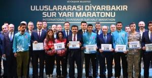 """Vali Güzeloğlu """"Sur'da Koş,Tarihe Koş"""""""