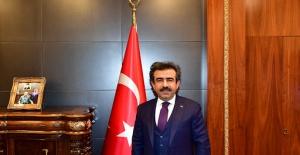 """Vali Güzeloğlu """"Milli Birlik ve Dayanışma Kampanyası'na 1 aylık maaşım ile katılıyorum."""""""