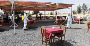 Hilvan'da restoran, cafe, kıraathane ve çay bahçeleri dezenfekte edildi.