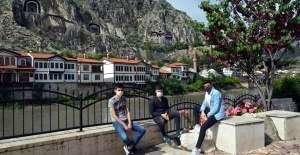 """Aile, Çalışma ve Sosyal Hizmetler Bakanlığı'ndan Ailelere """"Ergen Rehberi"""""""