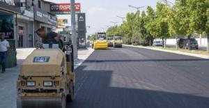 Mersin Büyükşehir,Turgut Özal Bulvarı'nda 5 bin 500 ton sıcak asfalt kaplama çalışması gerçekleştirdi.