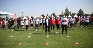 """""""Ulusal Herkes İçin Spor ve Sağlık Günleri"""" etkinliği, 81 ille eş zamanlı olarak başladı."""