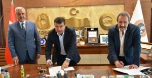 Şırnak Ticaret ve Sanayi Odası ile Şanlıurfa Ticaret Borsası arasında Kardeşlik Protokolü imzalandı.