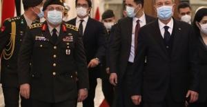 Bakan Akar,Irak Başbakanı Mustafa Kazımi ile bir araya geldi.
