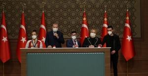 """Bakan Selçuk """"Cumhurbaşkanı Erdoğan'ın Teşrifleri ile Sosyal Atama Törenimizi Gerçekleştirdik"""""""