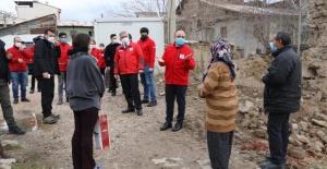 Elazığ Valisi Yırık,depremzedeleri ziyaret ederek sorun ve taleplerini dinledi.