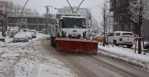 """Şırnak Belediyesi """"karla mücadele aralıksız devam ediyor"""""""