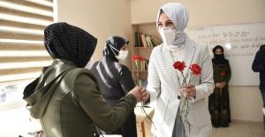 """Çakmak """"8 Mart Dünya Kadınlar günü kutlu olsun"""""""
