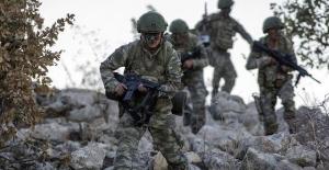 5 terörist silahlarıyla birlikte etkisiz hale getirildi.