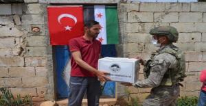 Mehmetçik'in şevkat eli İdlib'de