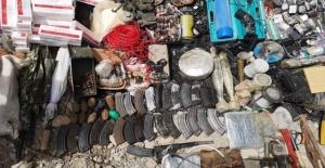 PKK'ya ait çok sayıda mühimmat ve yaşam malzemesi ele geçirilerek imha edildi.