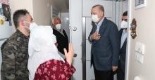 Cumhurbaşkanı Erdoğan ,İstanbul Sultanbeyli'de yaşayan Mahruze Keleş ve ailesini ziyaret etti.